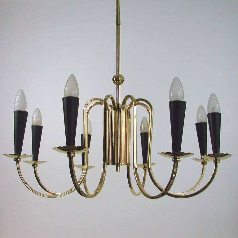1950s Italian Eight-Arm Sputnik Brass Chandelier in the Manner of Stilnovo For Sale 1