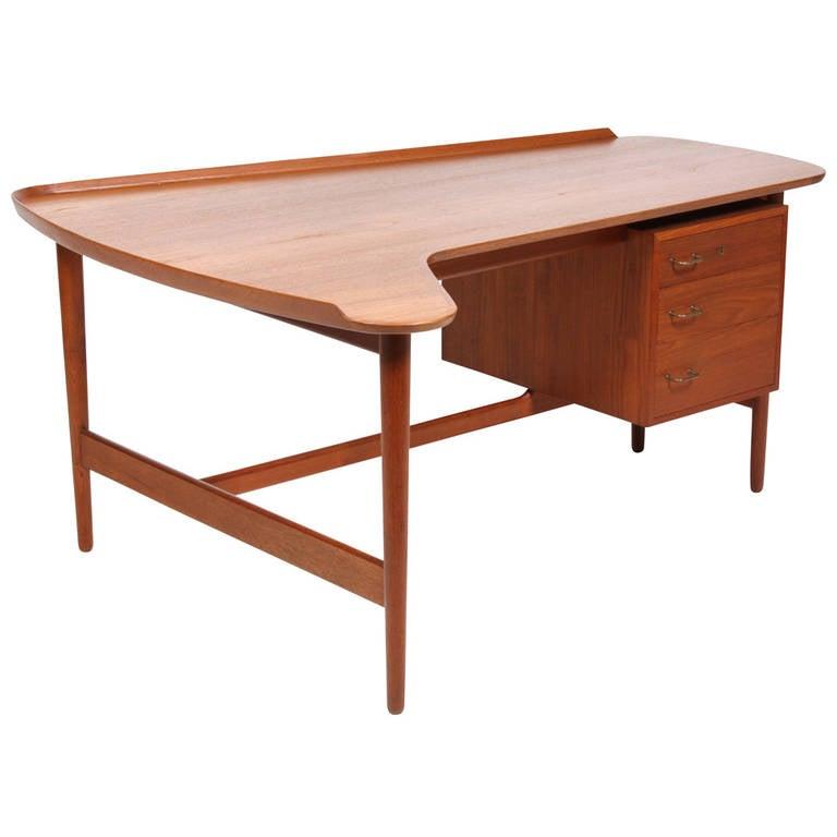 Desk by Arne Vodder, Edited by Bovirke