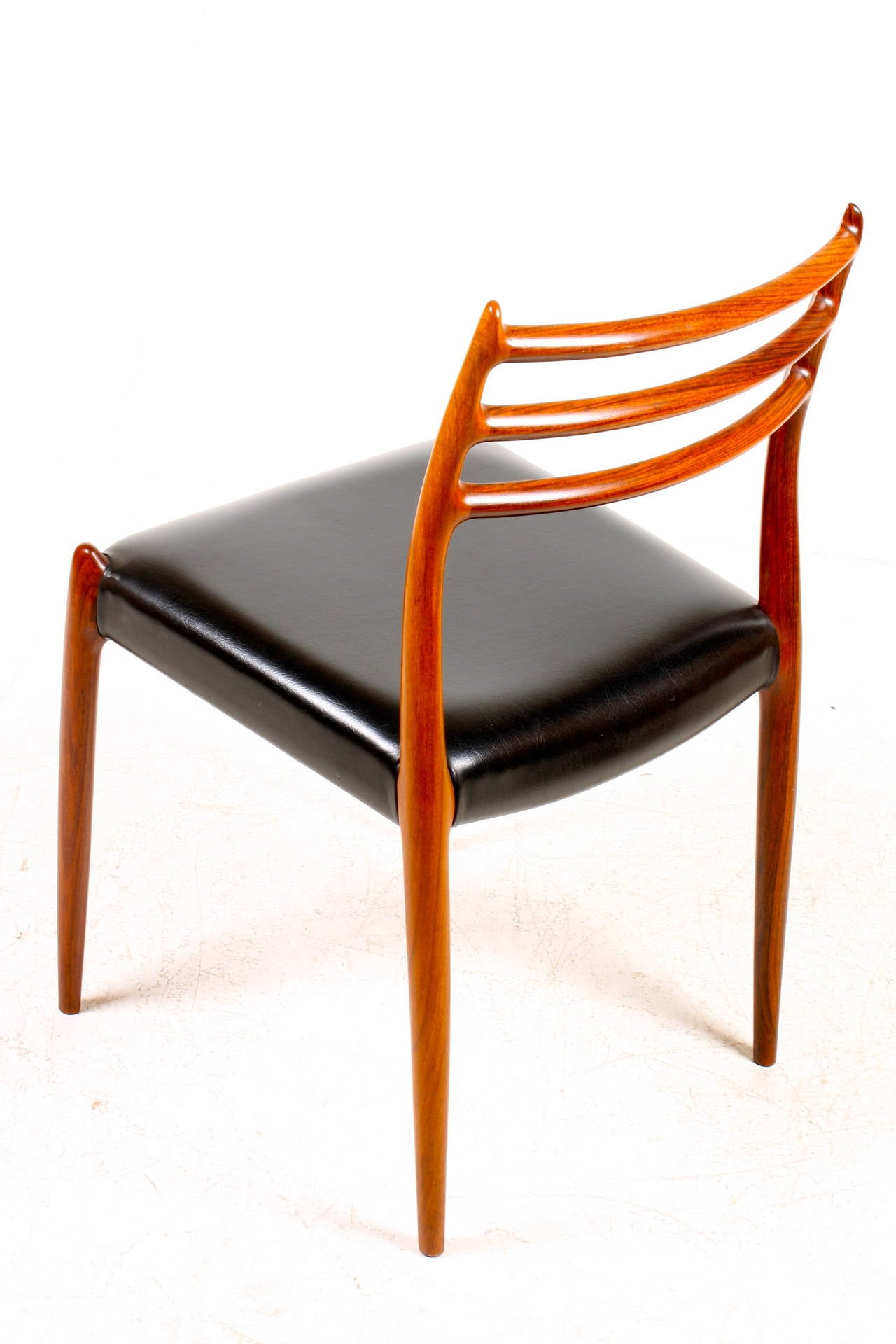 Elegant Dining Chair by NO Moeller at 1stdibs : IMG0280l from www.1stdibs.com size 1280 x 1920 jpeg 144kB
