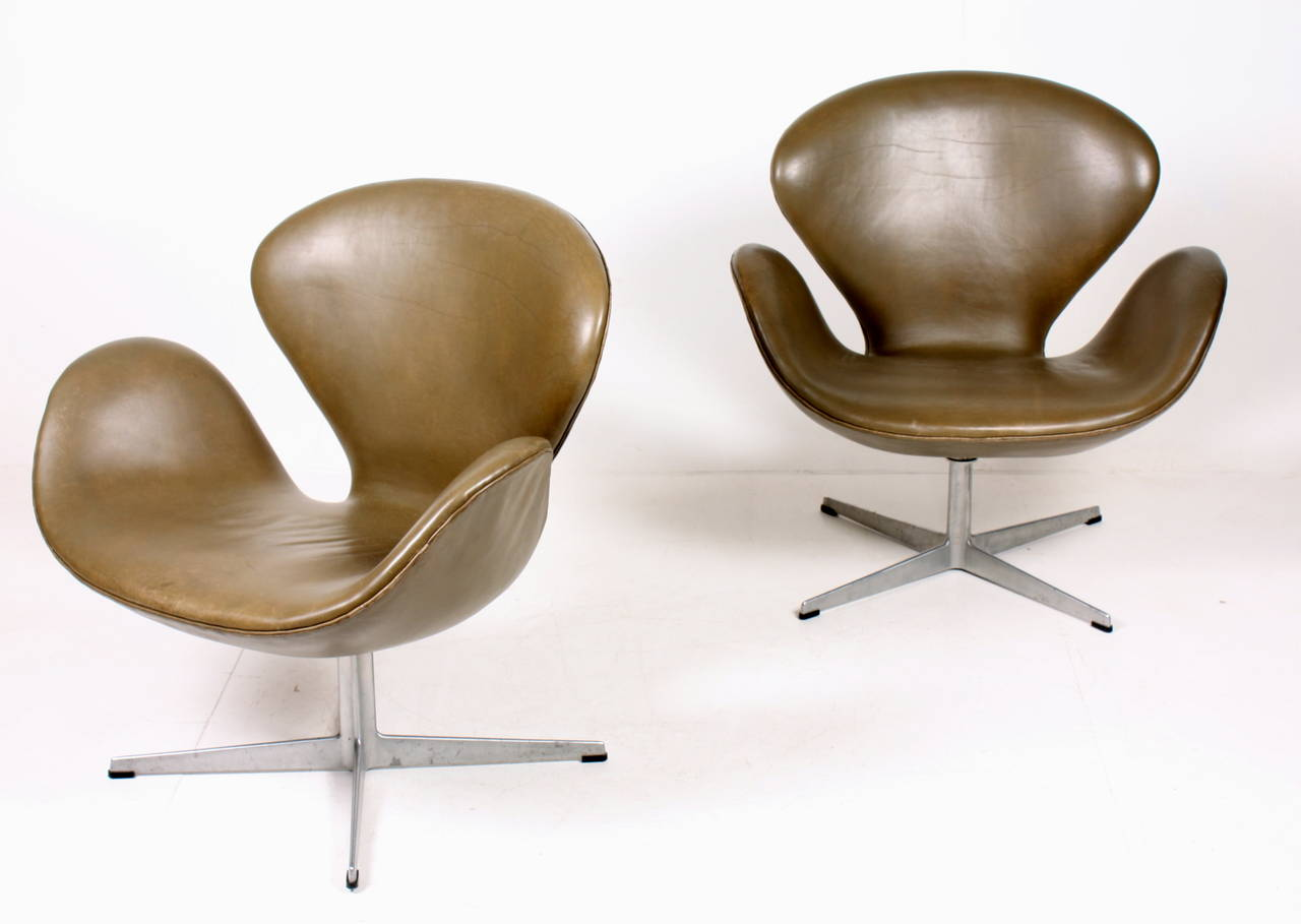 Pair of original swan chairs for sale at 1stdibs for Swan chairs for sale