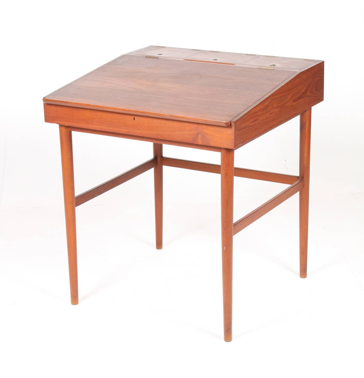 NV40 Writing desk - designed by Finn Juhl - Made by Niels Vodder - Teak with hardware in brass -   Great original condition - Denmark 1950's