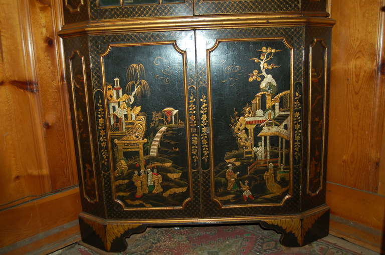 George III 18th Century English Lacquered Gilt Chinoisoire Corner Cabinet For Sale