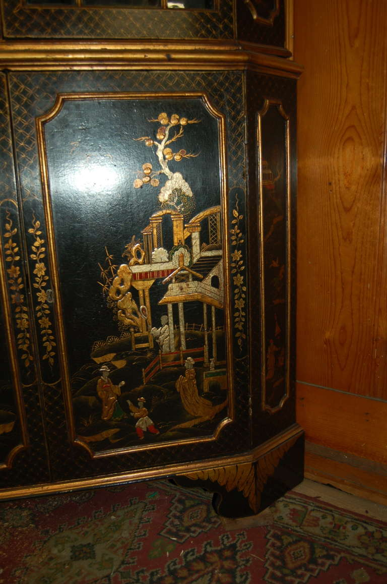 18th Century English Lacquered Gilt Chinoisoire Corner Cabinet In Good Condition For Sale In Savannah, GA