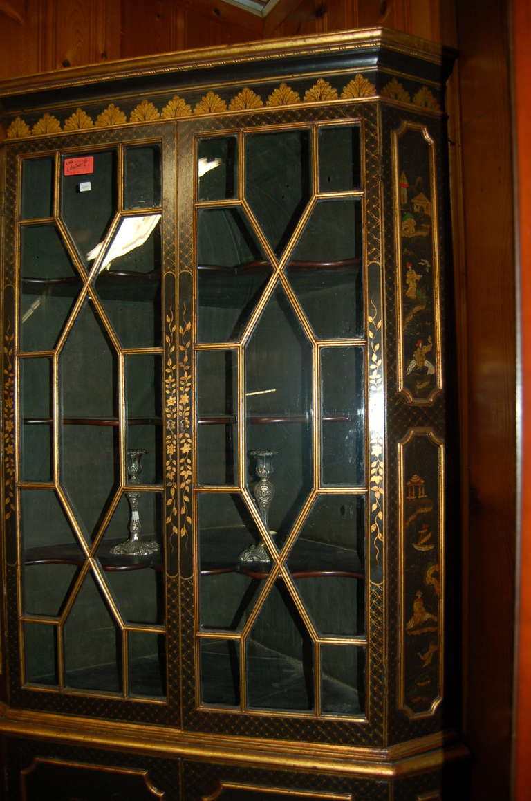 18th Century English Lacquered Gilt Chinoisoire Corner Cabinet For Sale 1