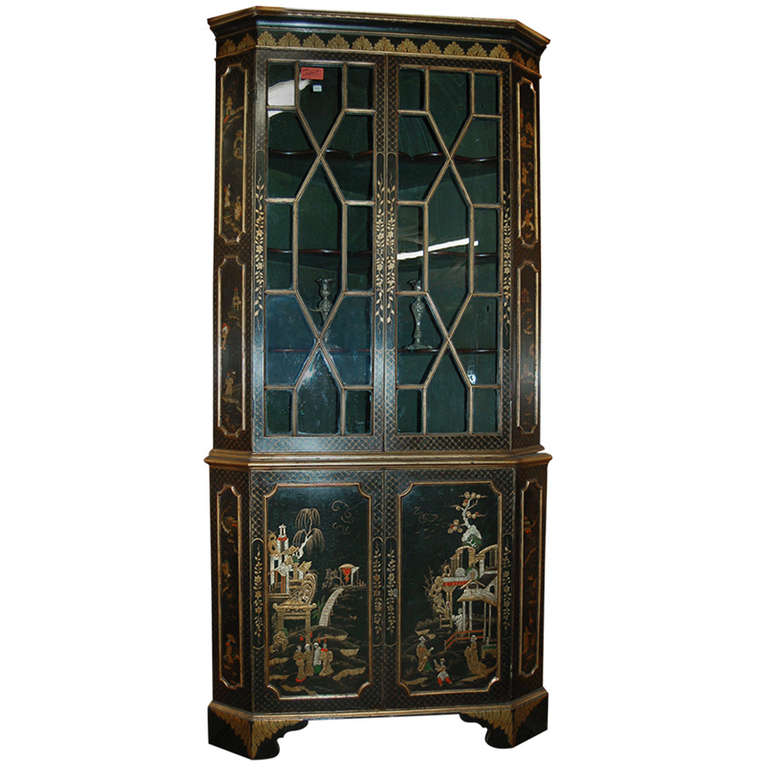 18th Century English Lacquered Gilt Chinoisoire Corner Cabinet