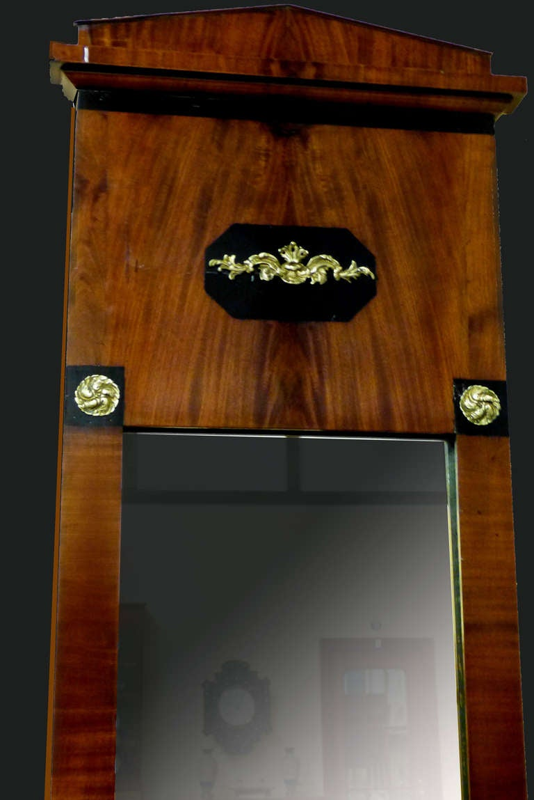 Mirror of Early 19th Century Biedermeier Period with Empire Ornaments In Excellent Condition For Sale In Santander, ES