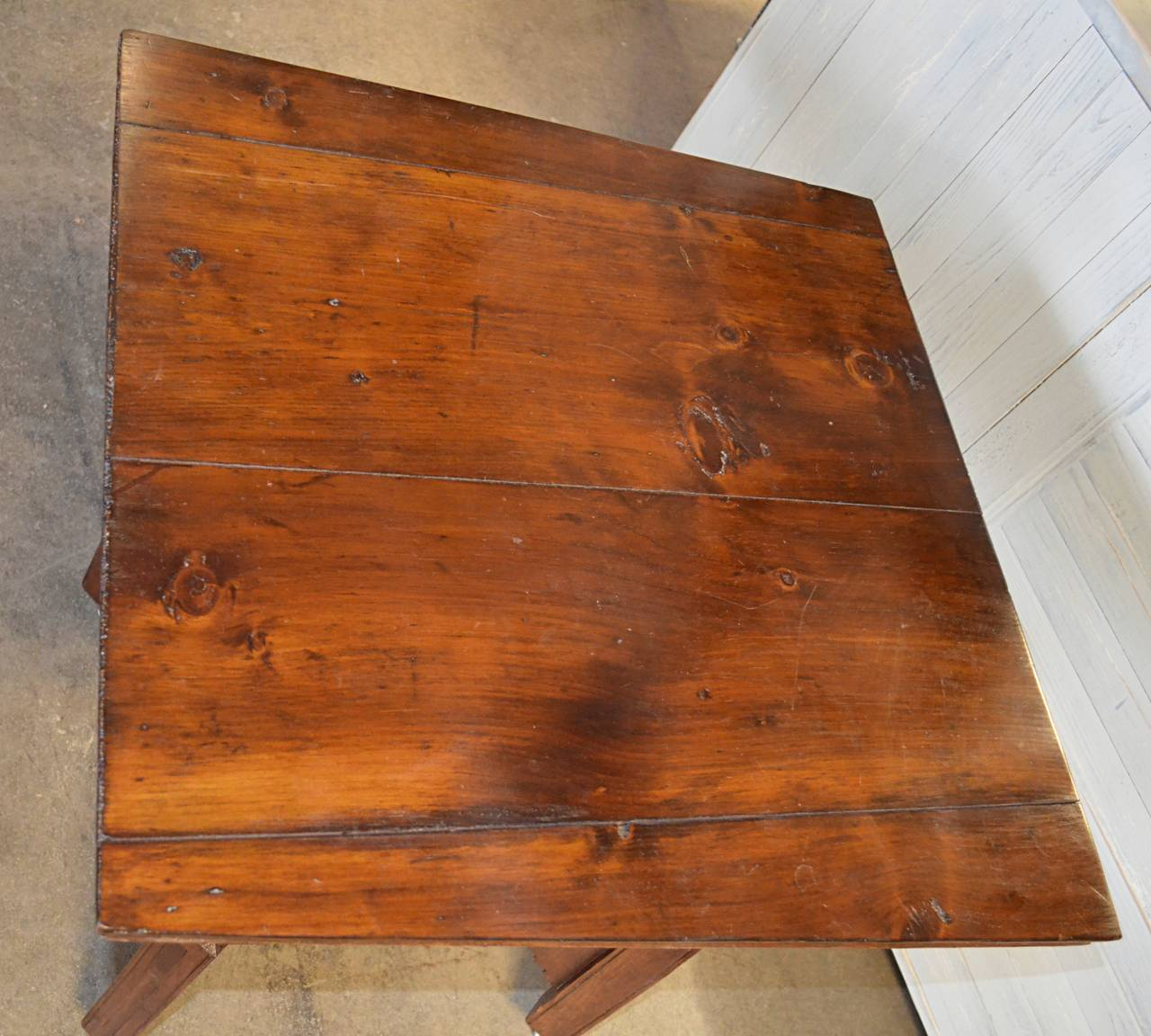 American Folk Art Occasional Table In Excellent Condition For Sale In Hudson, NY