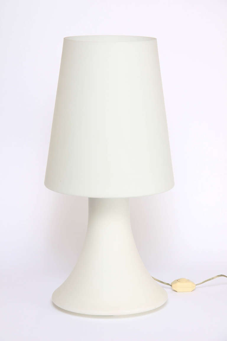 pair of laurel frosted glass table lamps at 1stdibs. Black Bedroom Furniture Sets. Home Design Ideas