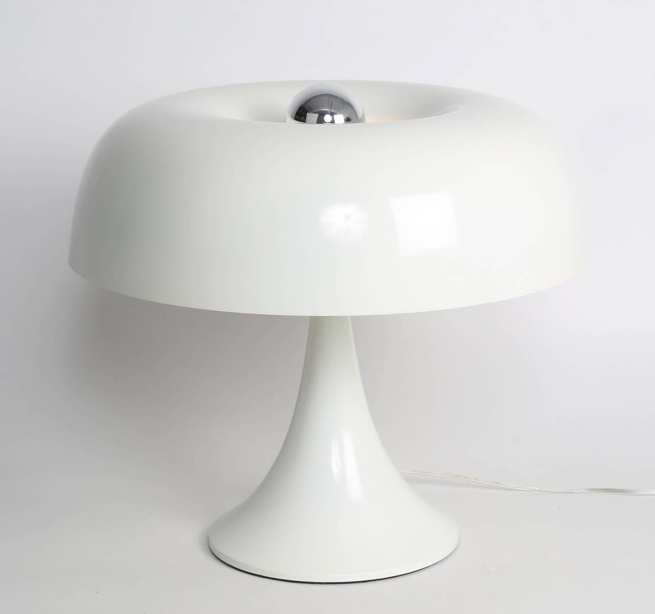 Super-mod 1970s table lamp by American lighting designer Robert Sonneman. Constructed of spun aluminum with a glossy-white enamel finish. Mushroom shade conceals three sockets underneath and is topped with a fourth socket, which looks great with a