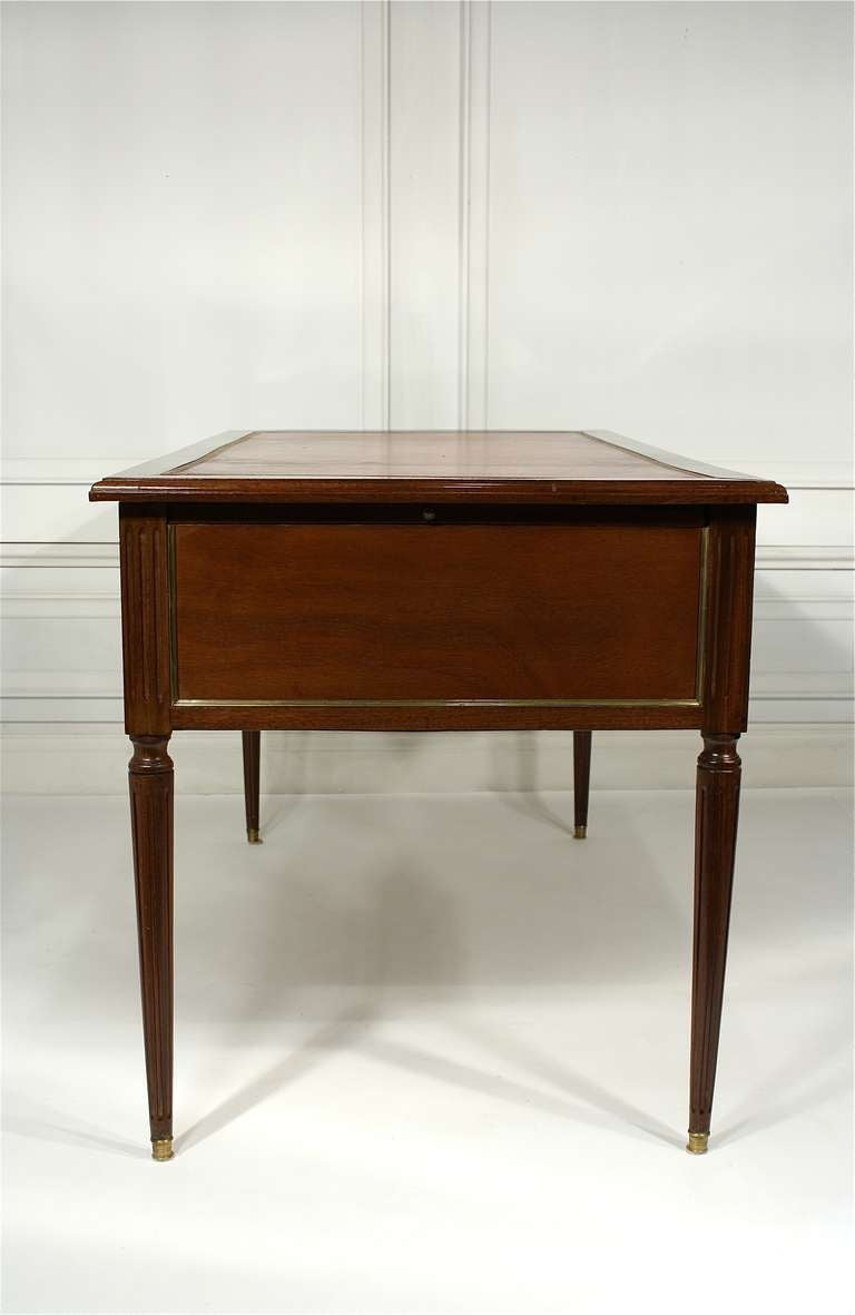 french louis xvi style bureau plat for sale at 1stdibs. Black Bedroom Furniture Sets. Home Design Ideas