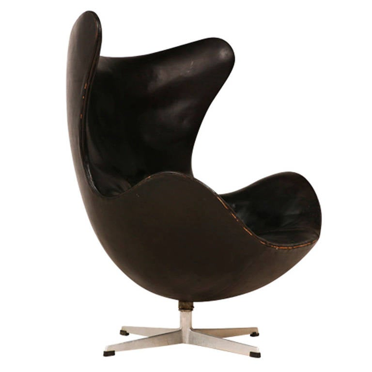 "Rare Arne Jacobsen First Generation ""Egg"" Chair for Fritz Hansen 1"