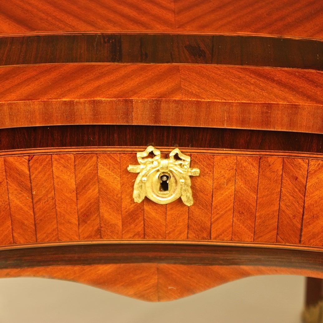Mid-18th Century 18th Century Louis XV Kingwood, Amaranth and Parquetry Bonheur du Jour or Desk For Sale