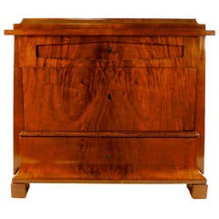 Early 19th Century Biedermeier Mahogany Commode, Berlin, circa 1820