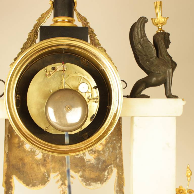 Late 18th Century Louis XVI white Marble and Ormolu Mounted Mantel Clock For Sale 3
