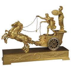 Tischuhr aus Goldbronze mit Darstellung der Minerva auf dem Wagen des Diomedes, Empire-Stil