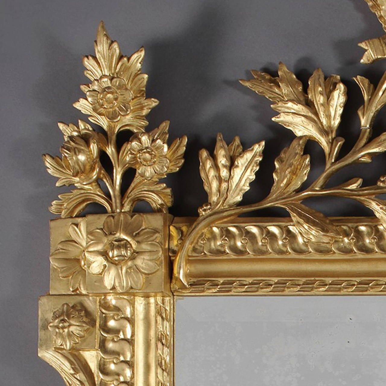 Louis XVI Style Carved Giltwood Mirror In Good Condition For Sale In London, GB