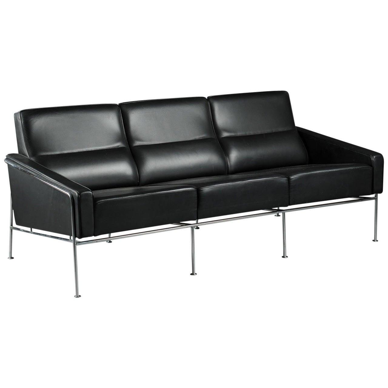 arne jacobsen 3303 lufthavn sofa fritz hansen at 1stdibs. Black Bedroom Furniture Sets. Home Design Ideas