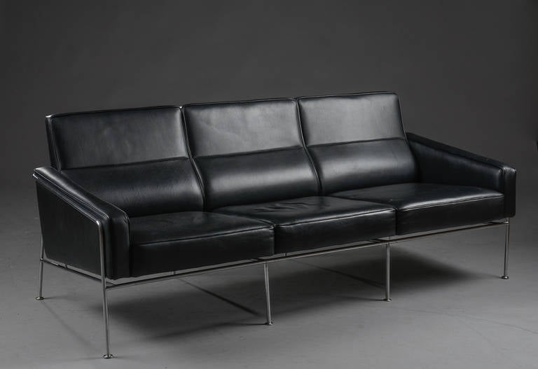 arne jacobsen 3303 lufthavn sofa at 1stdibs. Black Bedroom Furniture Sets. Home Design Ideas