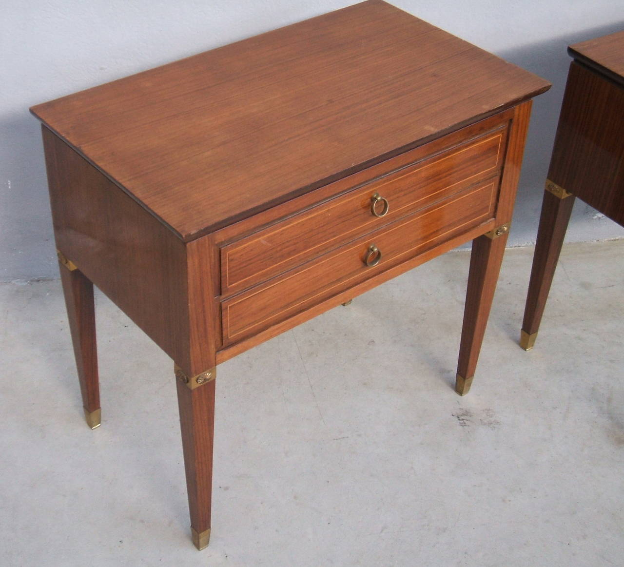 Italian Pair of Side Tables in the Style of Paolo Buffa For Sale