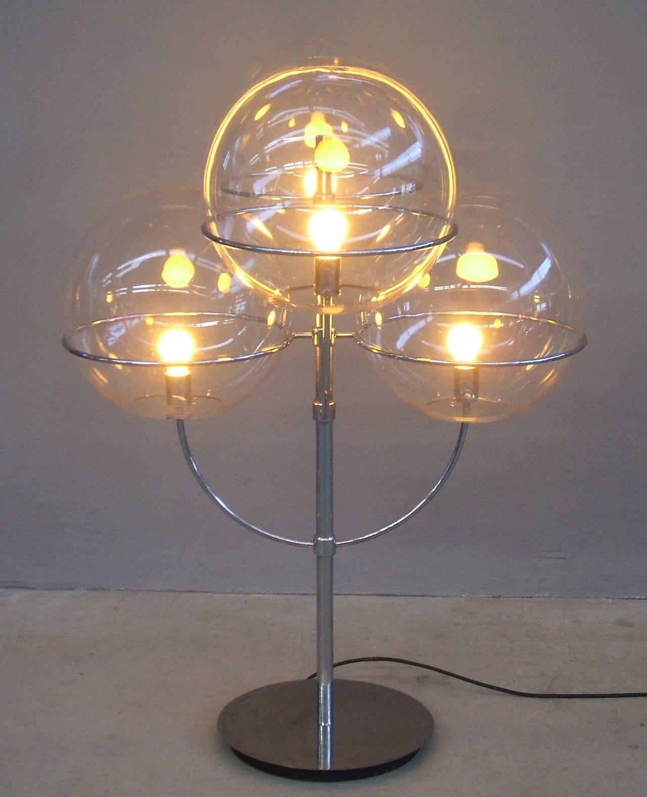 Lyndon De Sol Floor Lamp by Vico Magistretti In Excellent Condition For Sale In Carpaneto Piacentino, Italy