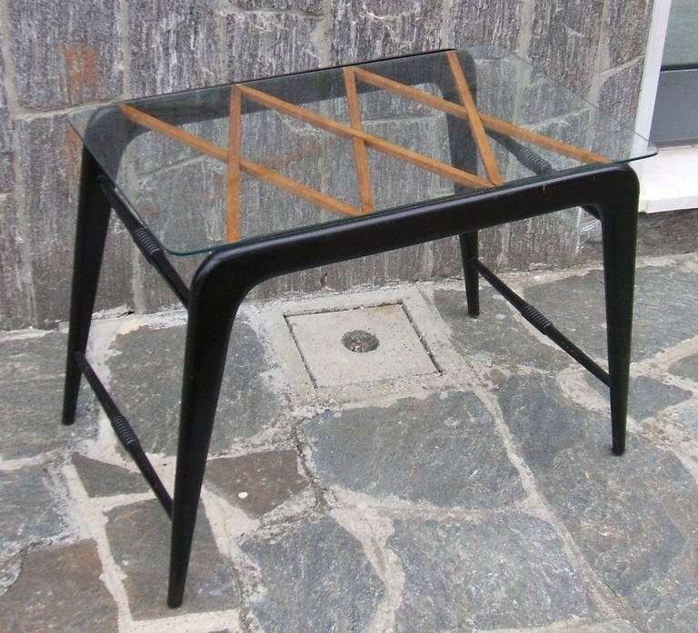 Coffee table attribuited to Paolo Buffa 4