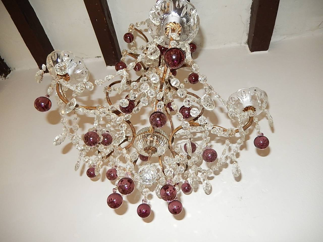 French Amethyst Balls Clear Prisms Chandelier In Excellent Condition For Sale In Modena (MO), IT