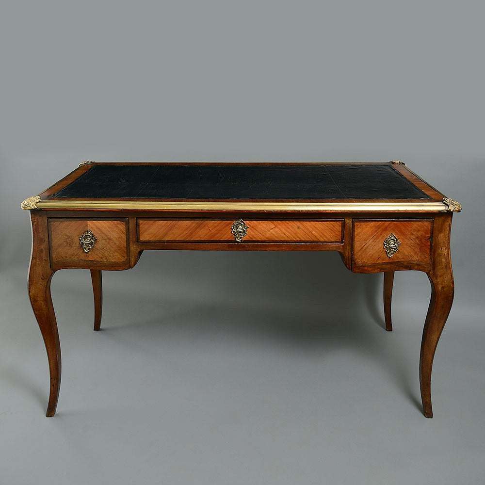 19th century bureau plat or writing desk in the louis xv for Bureau louis xv