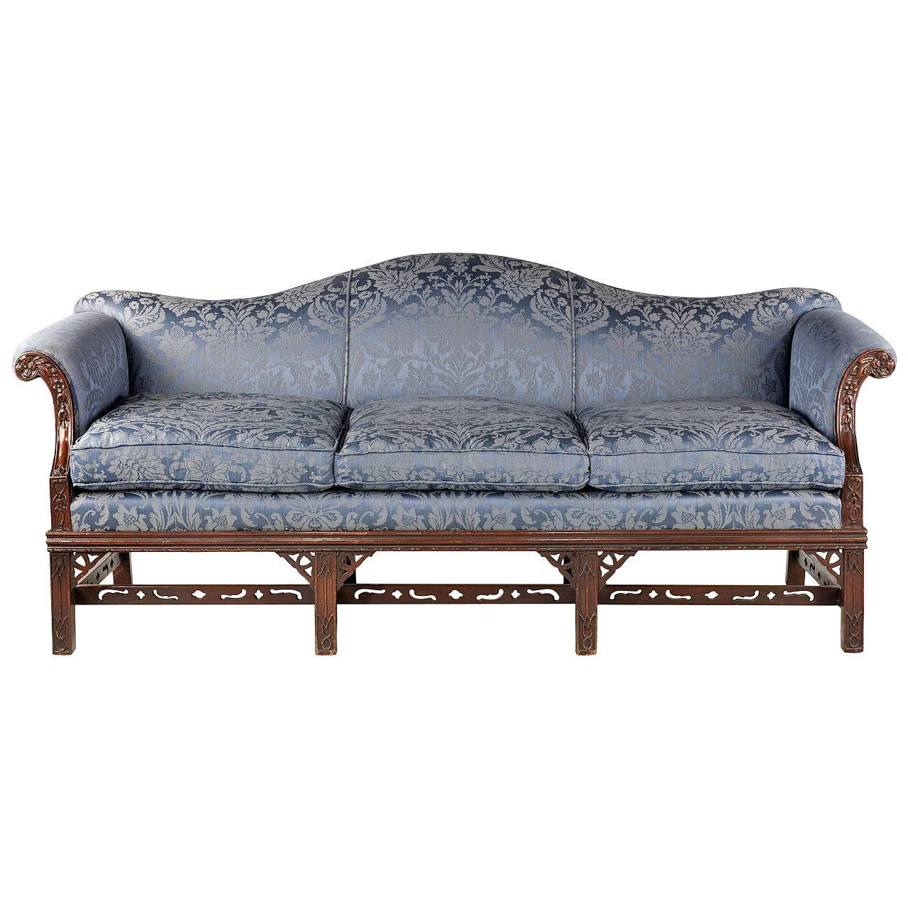 Attirant Chippendale Style Mahogany Framed Camel Back Sofa For Sale