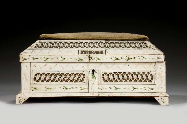 19th Century Russian Bone Casket In Excellent Condition For Sale In Peterborough, Northamptonshire
