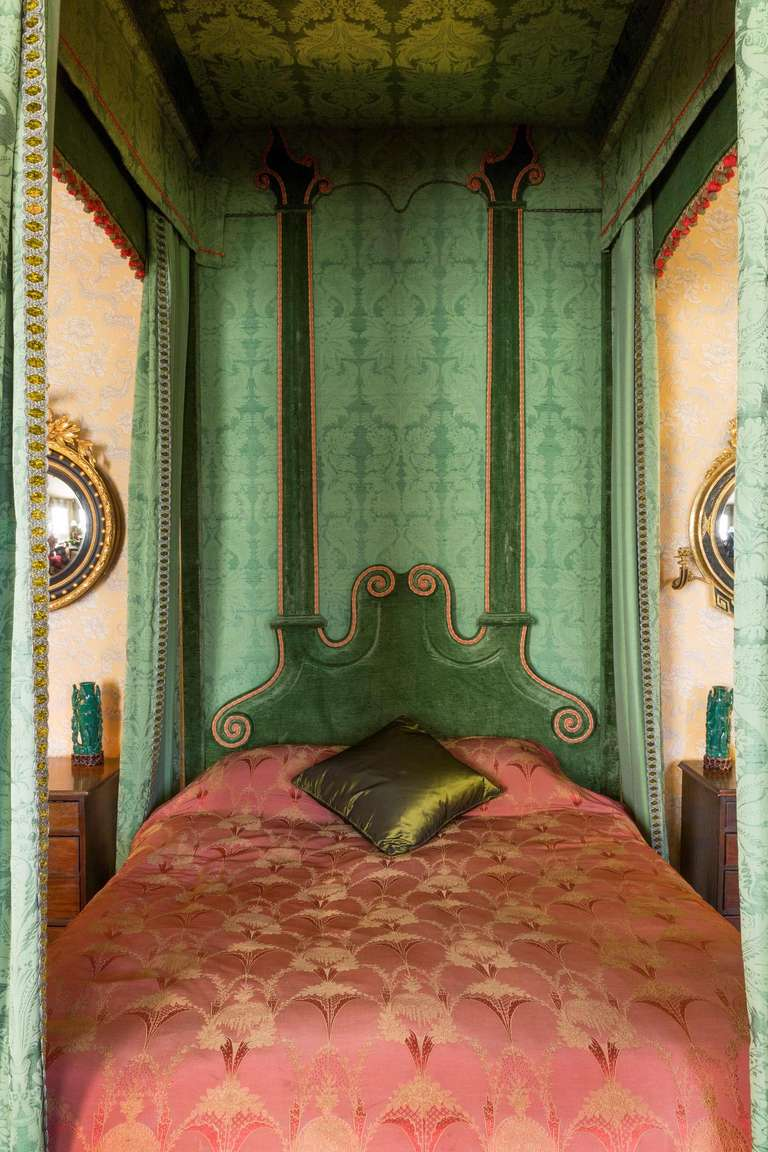 Imposing 17th Century Style Four Poster Bed 3