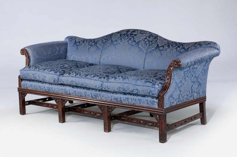 Superieur British Chippendale Style Mahogany Framed Camel Back Sofa For Sale