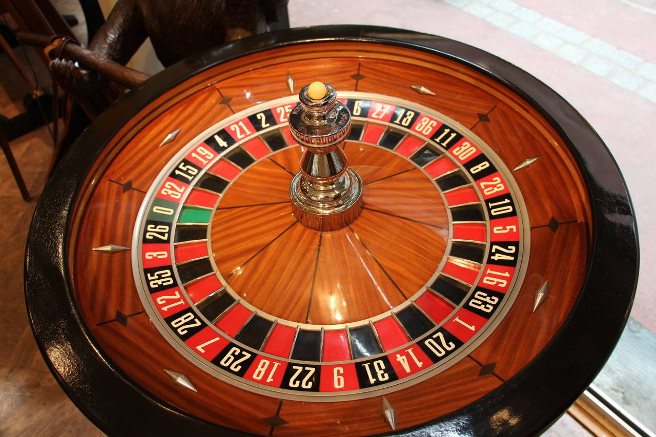 mahogany and black wood casino roulette wheel by john huxley at 1stdibs. Black Bedroom Furniture Sets. Home Design Ideas