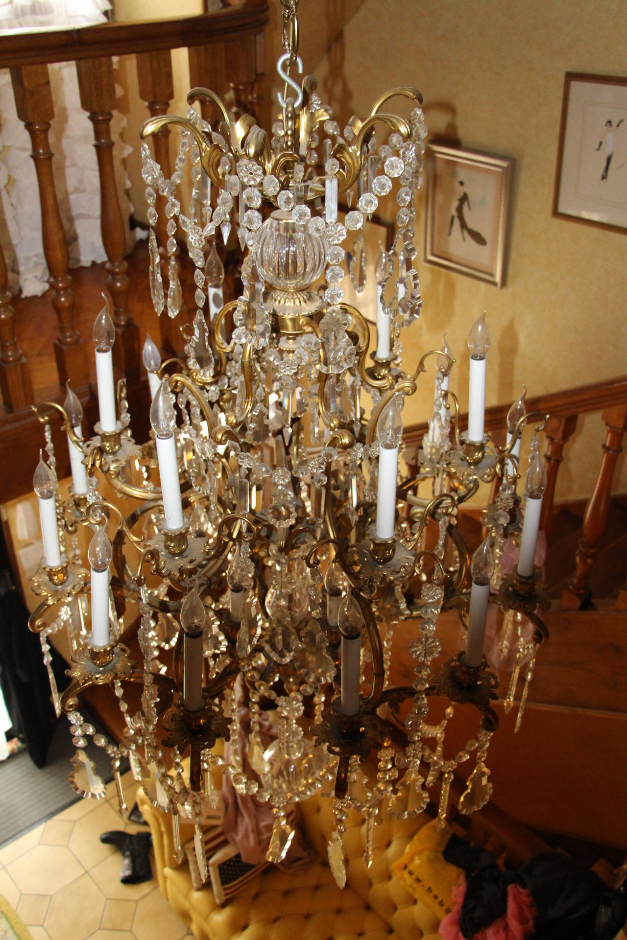 Louis XV Style Bronze and Crystal Chandelier For Sale 1