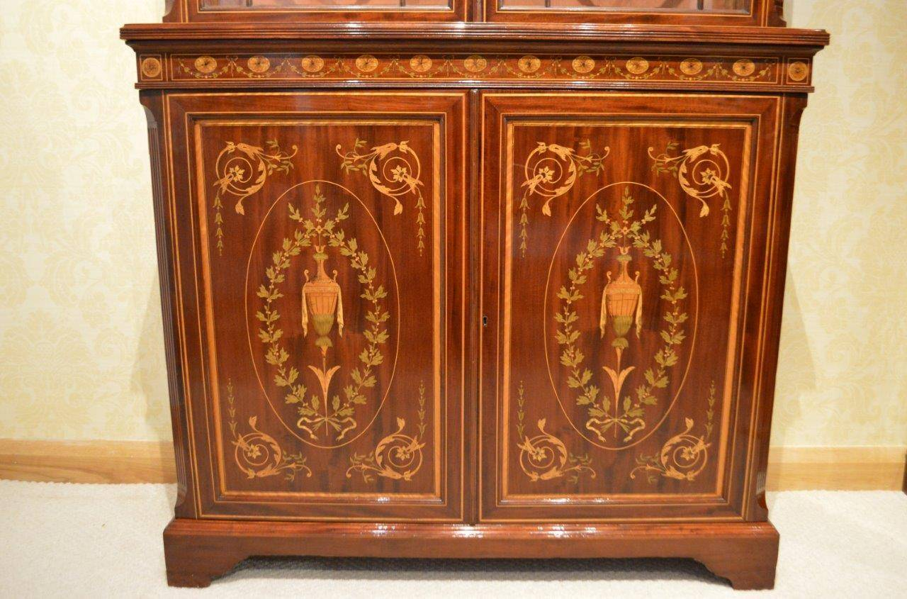 European Stunning Exhibition Quality Bookcase by Edwards & Roberts of London For Sale