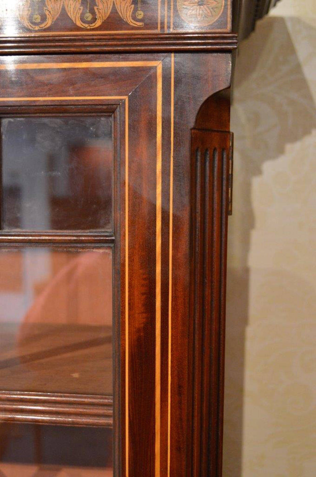 Stunning Exhibition Quality Bookcase by Edwards & Roberts of London For Sale 1