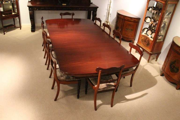 Mahogany Early Victorian Period Extending Dining Table at  : d1l from www.1stdibs.com size 768 x 511 jpeg 37kB