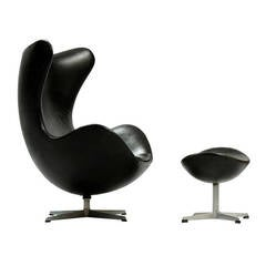 "Arne Jacobsen ""Egg"" Chair with Ottoman for Fritz Hansen"