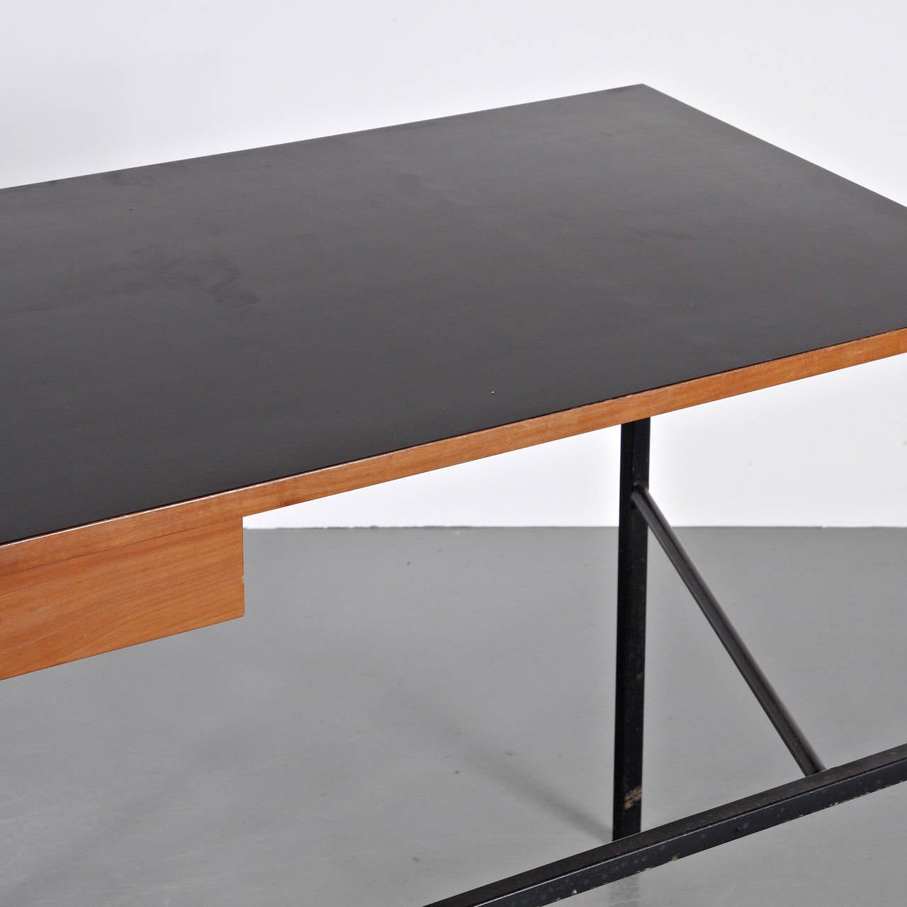 pierre paulin cm174 desk 1956 at 1stdibs. Black Bedroom Furniture Sets. Home Design Ideas