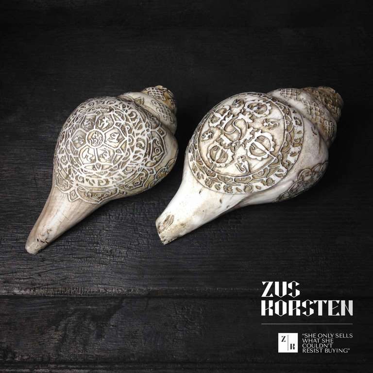 Carved Sea Shells from Tibet also known as Dung-Dkar In Excellent Condition For Sale In Haarlem, NL