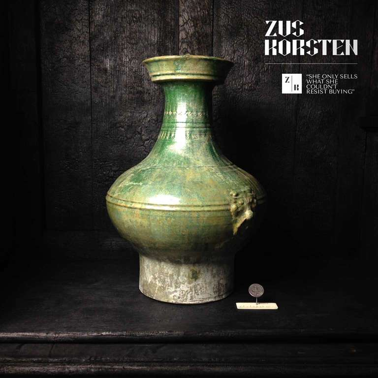 Han Dynasty Green-Glazed Red Pottery 'Hu' Jar In Good Condition For Sale In Haarlem, NL