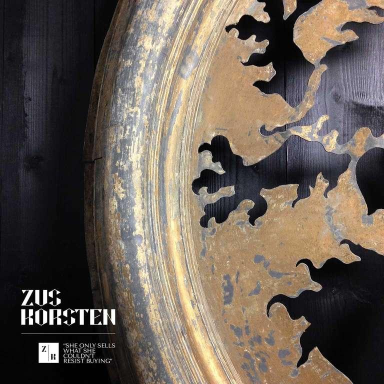 Zinc Oeil de Boeuf with Lion Ornamentation For Sale 1