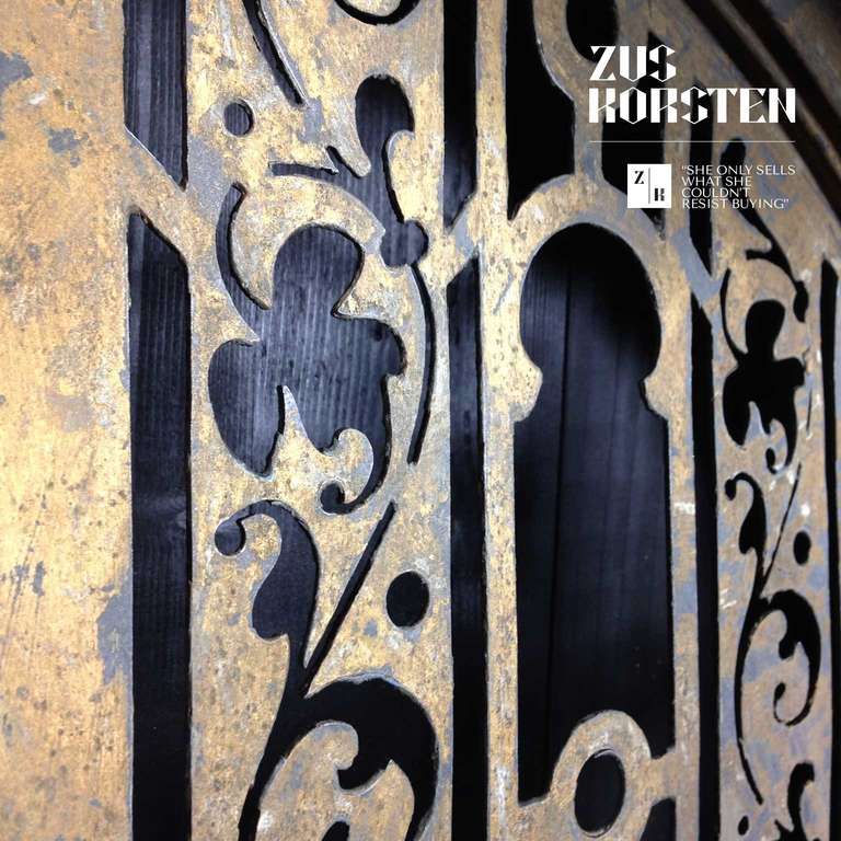 Zinc Oeil de Boeuf with Lion Ornamentation For Sale 2