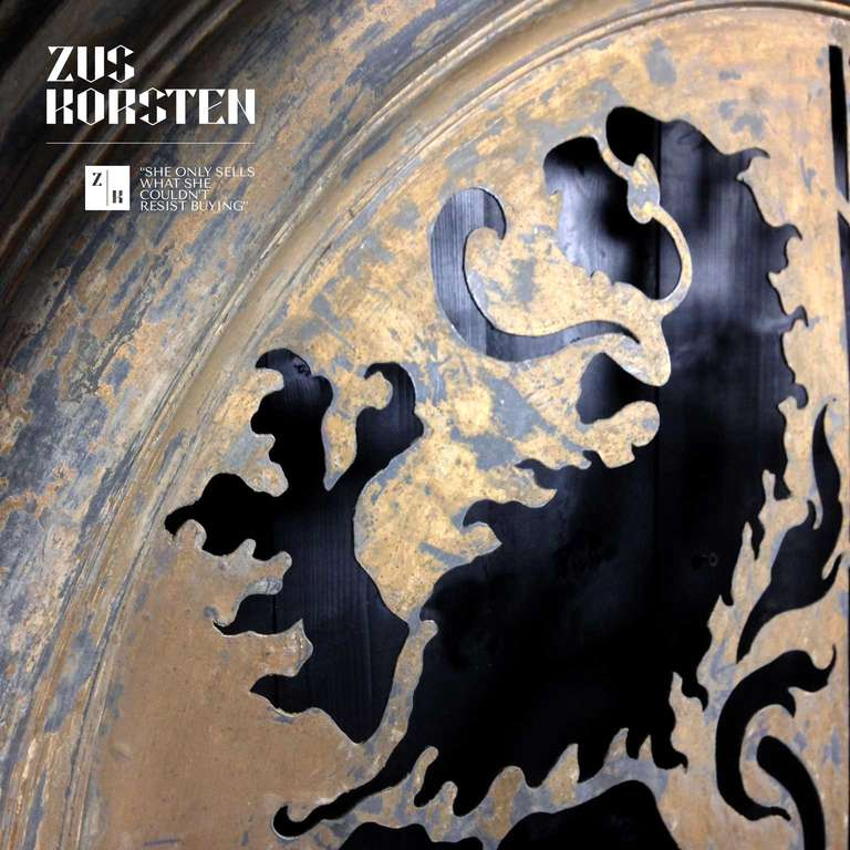 Zinc Oeil de Boeuf with Lion Ornamentation In Fair Condition For Sale In Haarlem, NL