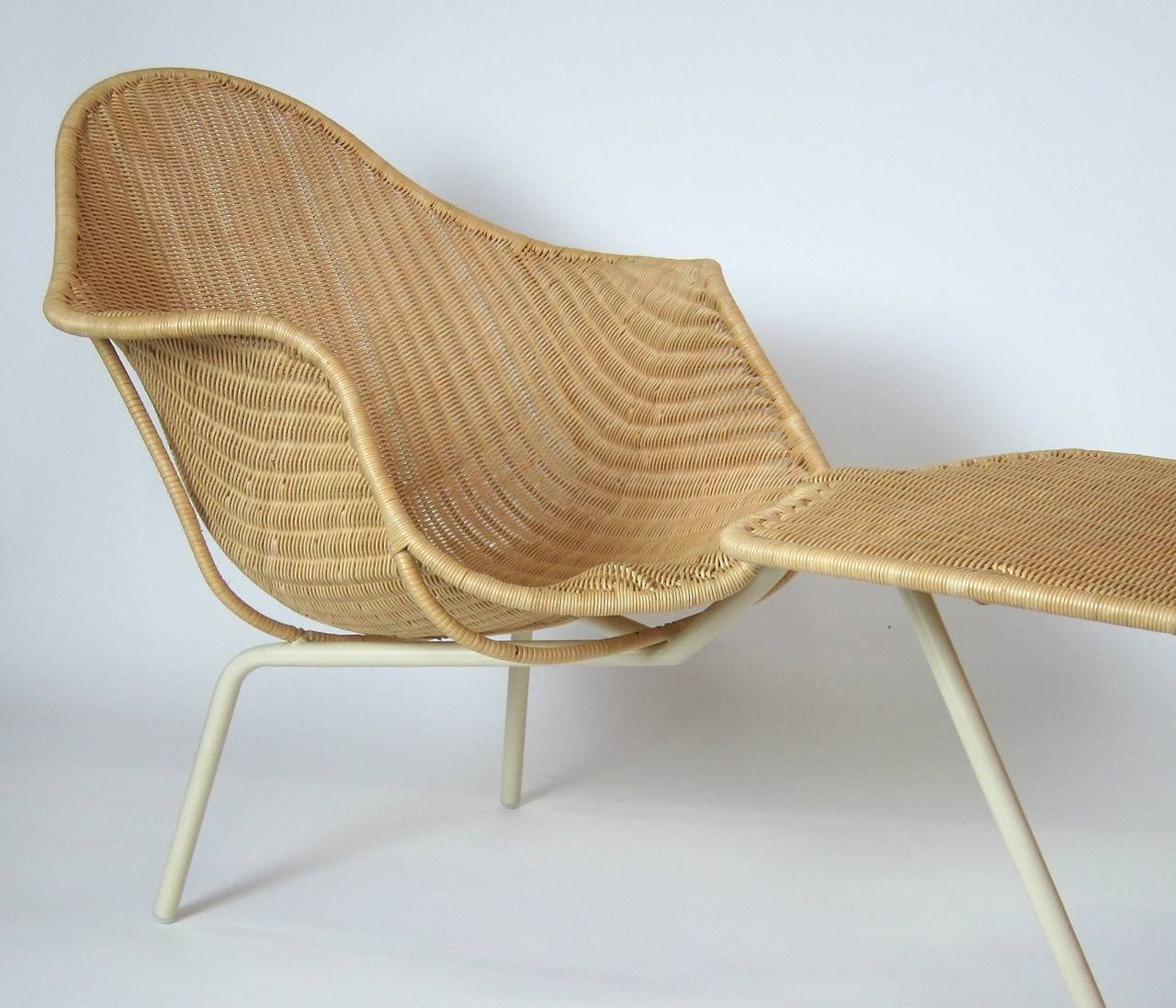 The supernatural chair designed by ross lovegrove male for Black friday chaise longue