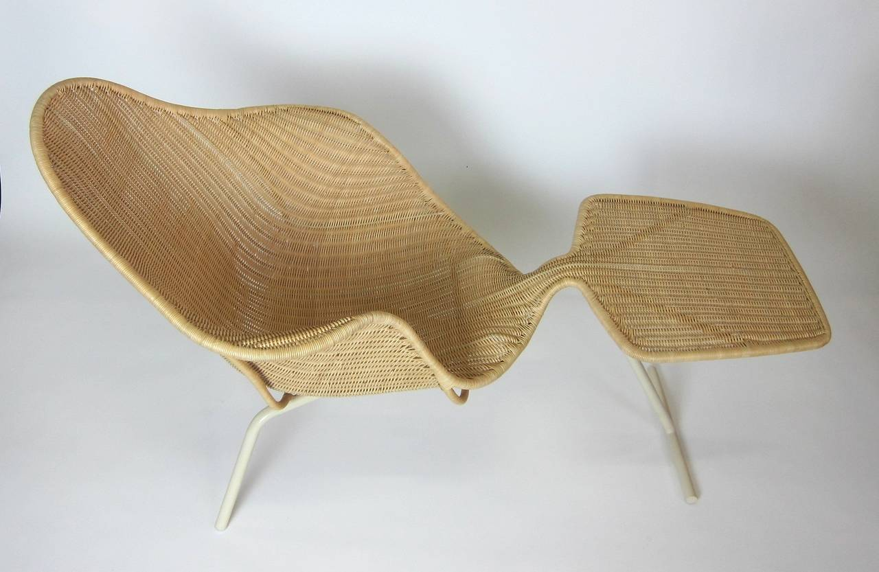 The supernatural chair designed by ross lovegrove male for Chaises longues tressees