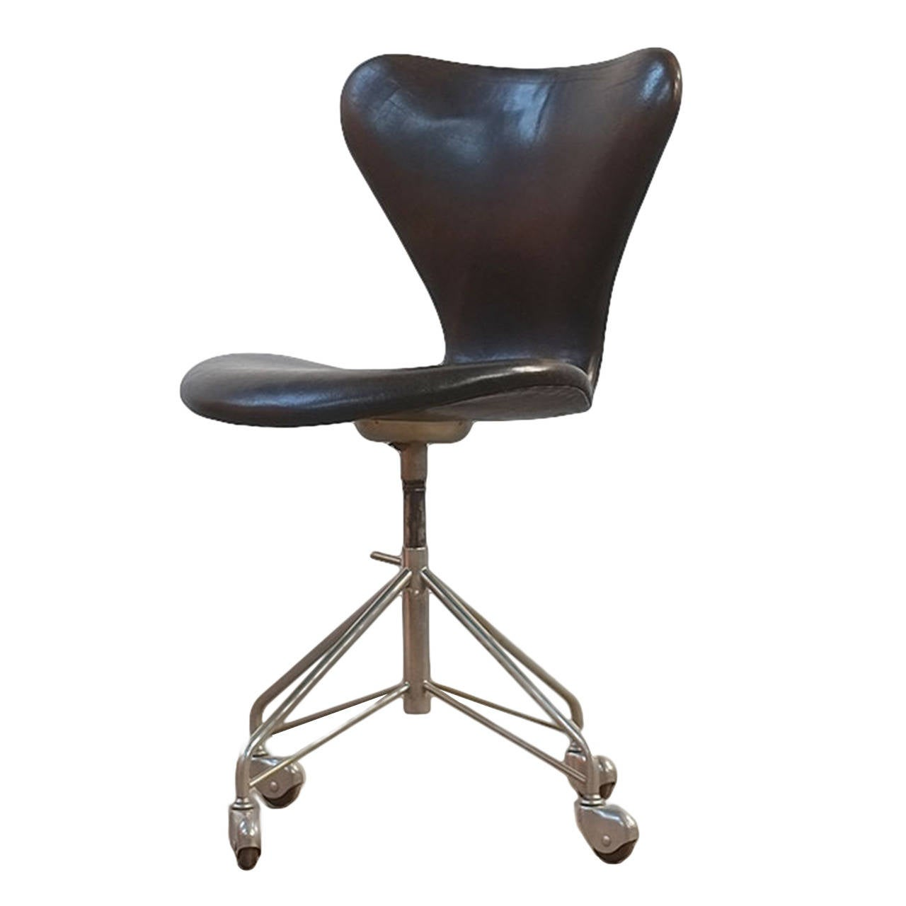 Arne jacobsen desk chair at 1stdibs for Arne jacobsen chaise
