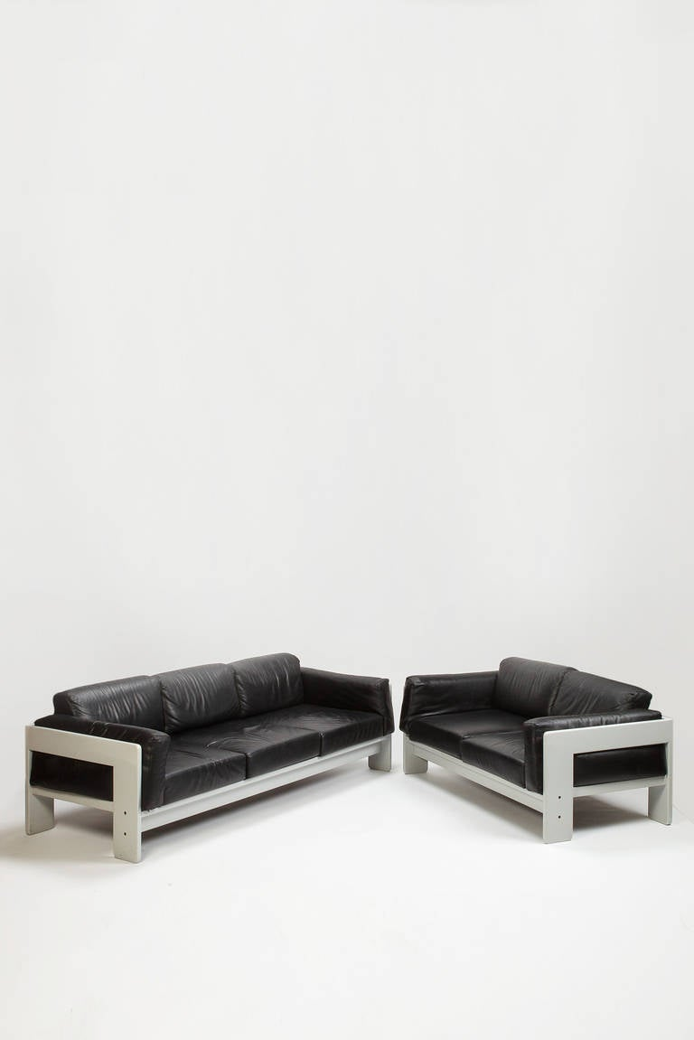 pair of leather bastiano settees by tobia scarpa for knoll. Black Bedroom Furniture Sets. Home Design Ideas