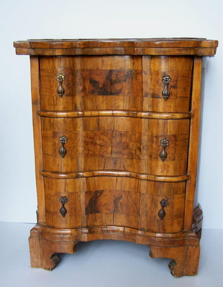 Handsome small Italian three-drawer walnut commode, probably made in the late 19th-early 20th century. Consisting of period and later construction.