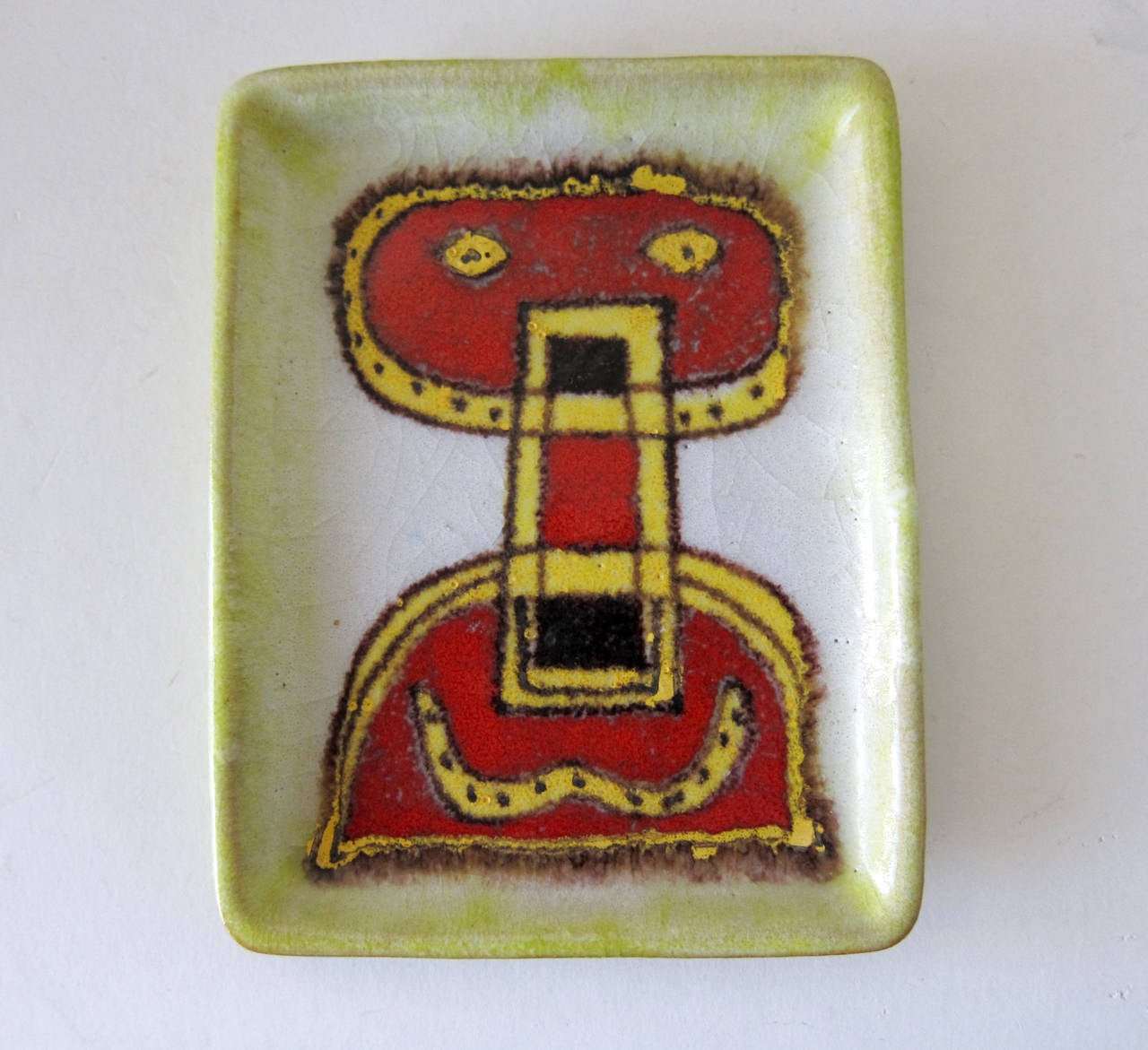 An Italian abstract modern figural tray with foamy glaze created by Guido Gambone of Italy. Tray measures 5.25