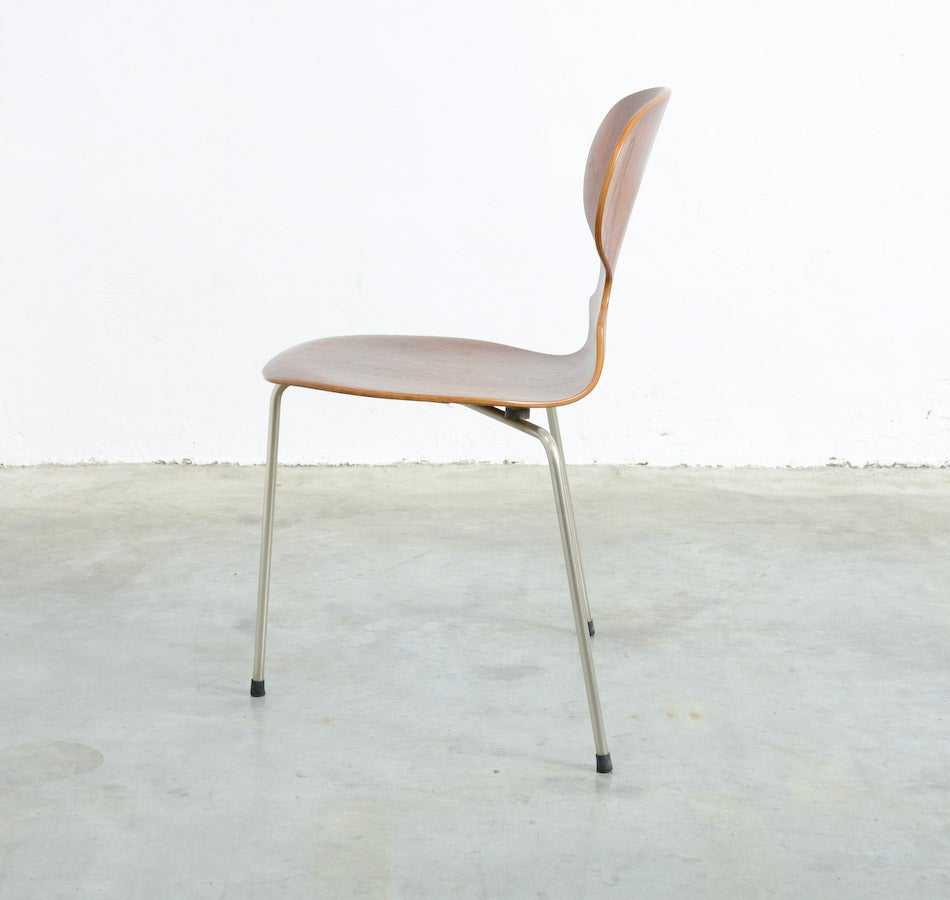 Mid-Century Modern Three-legged Ant Chair by Arne Jacobsen for Fritz Hansen